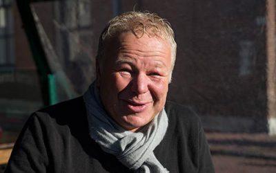 Jan van Omme houdt De Sneker Pan varende